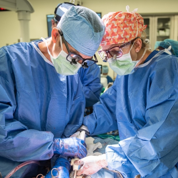Dr. Visser teaches General Surgery Resident Dr. Titan how to perform a whipple